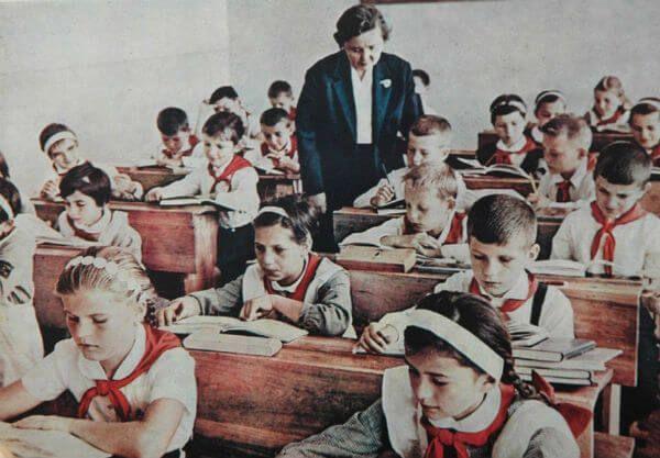 Cafe Gradiva: Pledoarie pentru o scoala care incurajeaza lenea