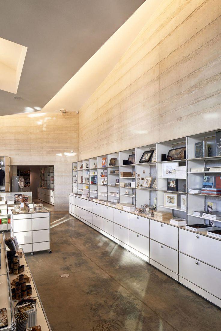Per il Centre International de l'Art Parietal Montignac gli architetti degli studi Snøhetta e SRA hanno optato i sistemi di arredamento modulare USM Haller