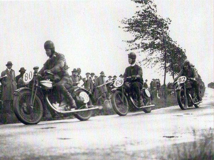A photo taken at the TT races in Assen in 1929, depicting three Dutch participants: Creemers on a Norton, de Kleyn on Sarolea and Broers on a New Hudson. Creemers' Norton may be a Moore-engined CS1 or perhaps an ES2. It doesn't look like a racer with the primary chain cover with an extension for the dynamo chain.