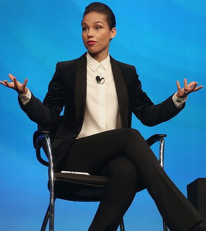 """Alicia Keys Kicks Off """"Keep Moving Project"""" With """"Set The World On Fire"""" Tour"""