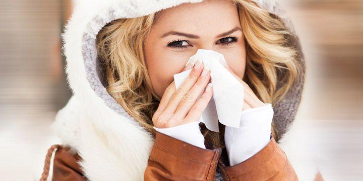 Come curare il raffreddore: sintomi, cause e rimedi  Il #raffreddore è una delle #malattie più comuni e causa infezione del tratto superiore delle vie respiratorie. La cura migliore per combattere il raffreddore consiste nello stimolare le difese naturali dell'organismo. Scopriamo come.