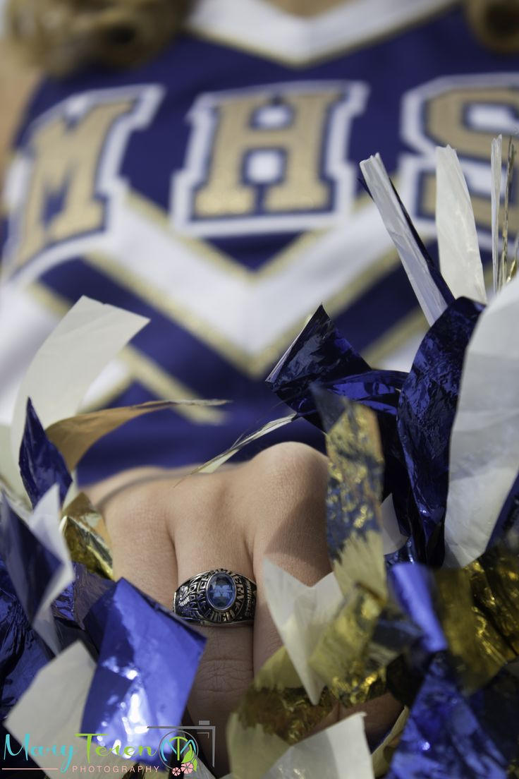 Cheerleading Senior Portrait with Class Ring  ©Mary Teren Photography 2014