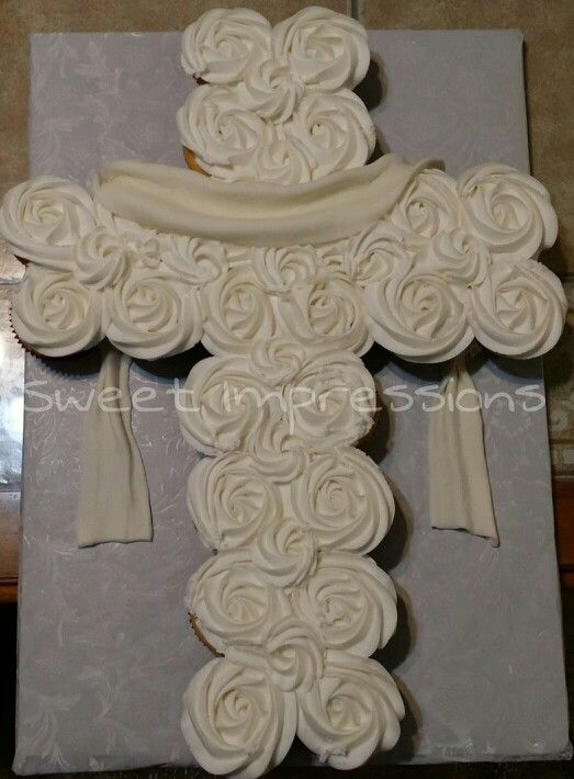 Cross cupcake cake for a baptism or first holy communion - 24 cupcakes