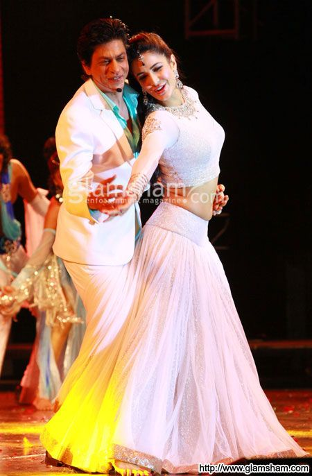Shahrukh Khan & Katrina Kaif at Temptation Reloaded 2013: SRK performs with Katrina, Preity in Muscat