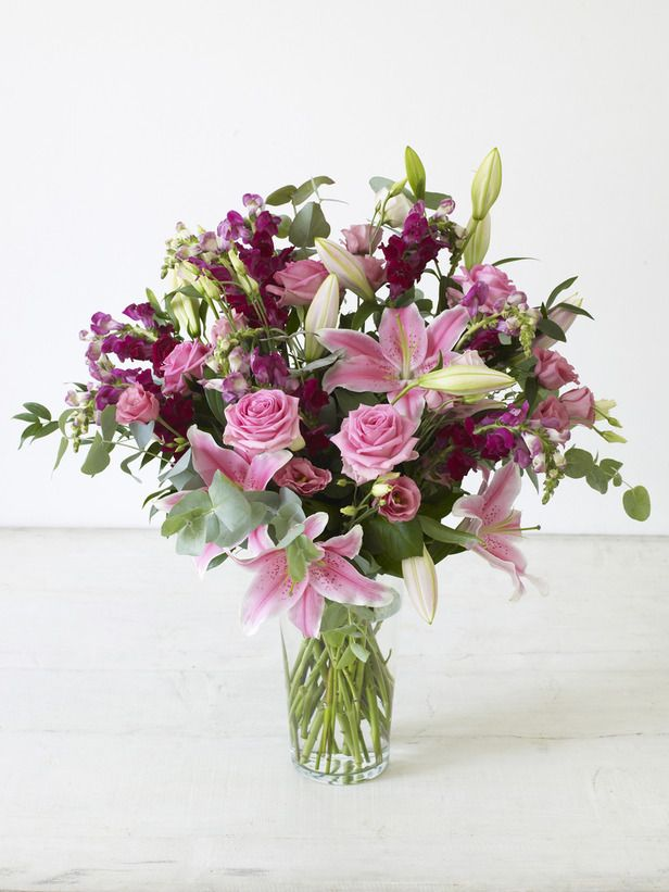 Step by Step: How to create a beautiful flower arrangement