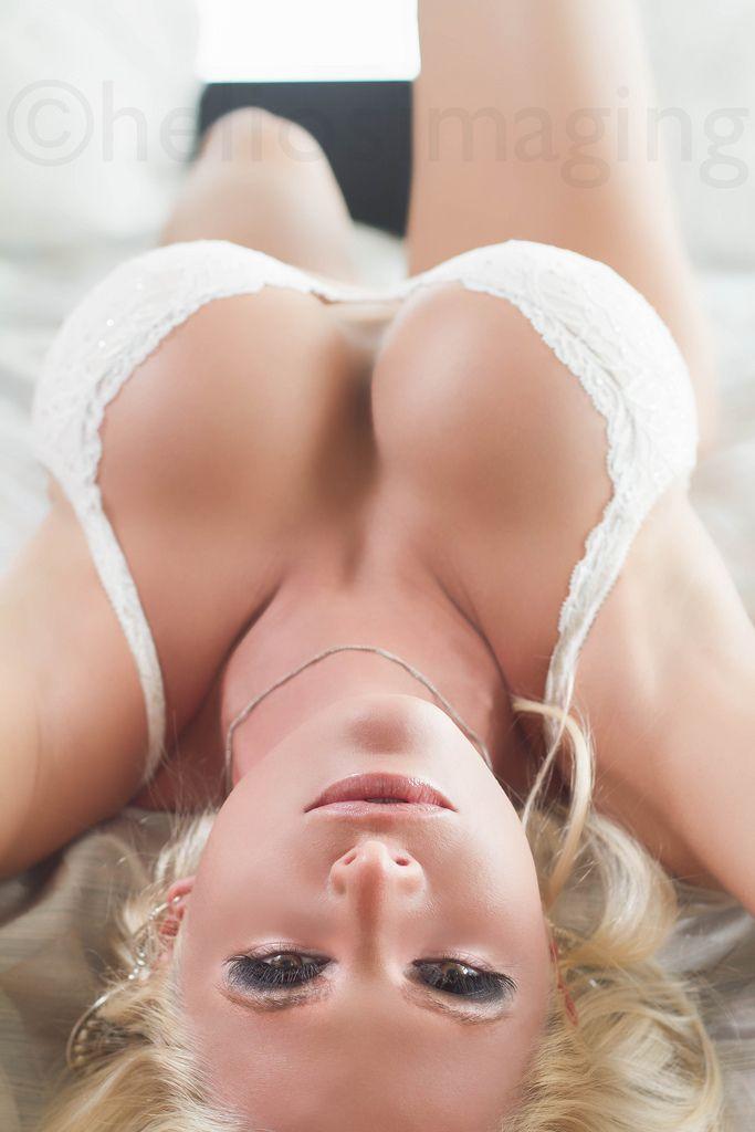 Порно с фигуристой телкин
