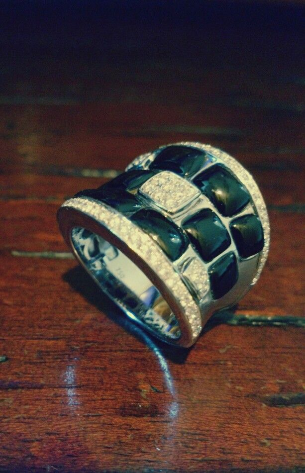 Ladies ring Diamond and black onix