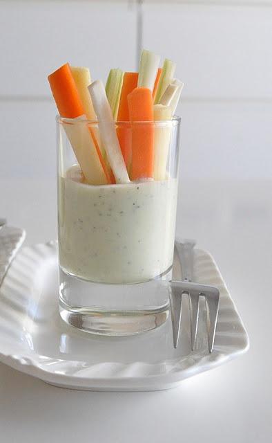 Crudités con salsa de yogur y aguacate...uhmm