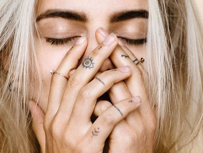 ▷ 1001 + Finger Tattoo Ideen und ihre Bedeutung – Tattoo Ideen