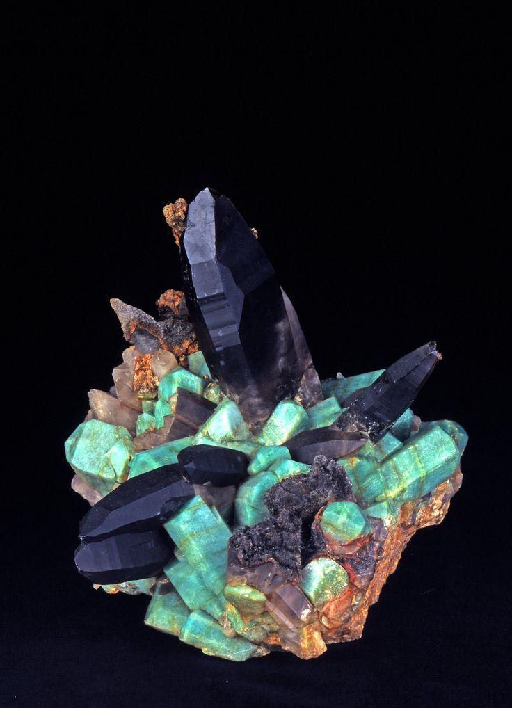 Amazonite and Smokey Quartz. Microline. © Jean-Pierre Boisseau. Collection des minéraux de l'UPMC -
