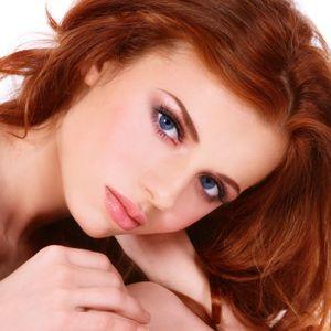 Als Rothaarige steht Ihre Haarfarbe im Mittelpunkt. Hier verraten wir Ihnen Tipps für das passende Augen-Make-Up, wenn Sie neben der roten Mähne auch Ihre Augen strahlend in Szene setzen wollen.