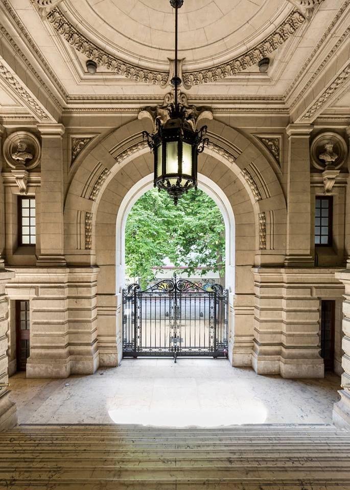 Entrada del Colegio Nacional de Buenos Aires (CNBA) - Monumento Histórico Nacional-Buenos Aires - Argentina
