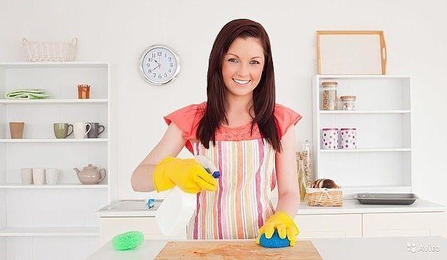 Золотые советы для дома.  Аспирин: разведите 2 таблетки в 100 мл горячей воды и смочите на 3 часа этим раствором следы дезодоранта на одежде. Они исчезнут.  Хлеб: ломтик белого хлеба удалит сальные отпечатки пальцев со стены и с не моющихся обоев.  Зубная нить: поможет накрепко пришить кнопки и пуговицы, а также отремонтировать зонты и рюкзаки.  Цветные карандаши: раскрошенный грифель поможет замаскировать повреждения деревянного пола и мебели.  Морозилка: если поместить в нее свечи…