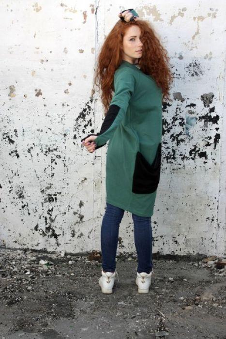 Wygodna i oryginalna bluza/wdzianko, wykonana z wysokiej jakości zielonej dzianiny bawełnianej. Należy prać w niskiej temperaturze do 40 stopni na lewej stronie.  (Kolor rzeczywisty może różnić się nieznacznie od przedstawionego na zdjęciu.)