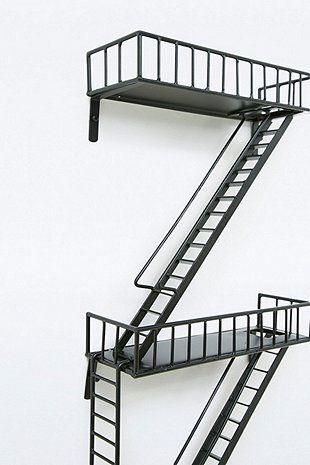 Étagères style escalier de secours - Urban Outfitters
