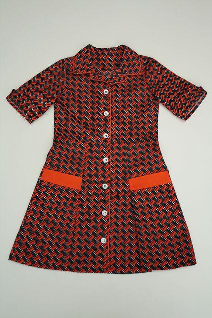 oranje kleedje by - - spiegel aan de wand - -, via Flickr