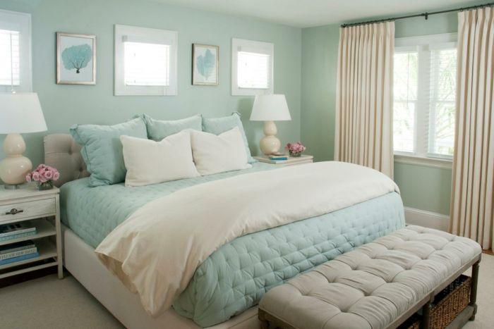dormitorios modernos, habitación en tonos pastel, paredes en verde menta, cama grande con pie de cama en capitoné, cortinas en beige
