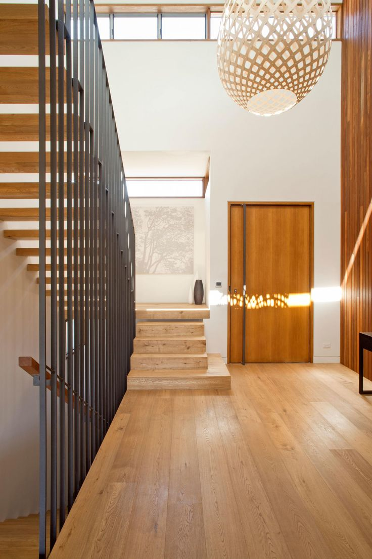 Entryway styling ideas to instantly impress. Photography by Simon Wood. Space designed by Richard Cole Architecture (richardcolearchitecture.com.au).