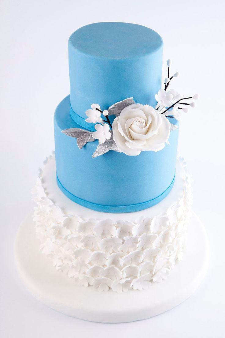 Затрудняетесь с выбором свадебного торта?  Наши специалисты с радостью помогут определиться с главным десертом для вашего праздничного стола! Ведь для нашей Команды нет ничего невозможного  Великолепный торт для вашего праздника можно заказать от 2-х кг и всего за 2350₽/кг  Специалисты Абелло готовы помочь с выбором красивого и качественного десерта по любому поводу по единому номеру: +7(495)565-3838 Телефон/WhatsApp/Viber. Наш сайт с примерами работ www.abello.ru #свадебныйтортназаказ…