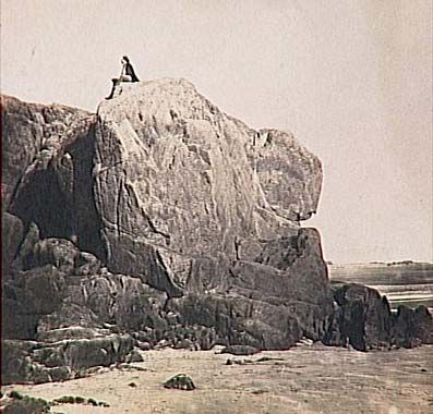 Victor Hugo sur le rocher des proscrits, Jersey, par Charles Hugo, été 1853, musée d'Orsay. © Photo Réunion des musées nationaux.