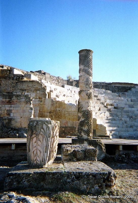 Vista parcial del Teatro de Segóbriga, las gradas y el escenario. (Saélices, Cuenca)