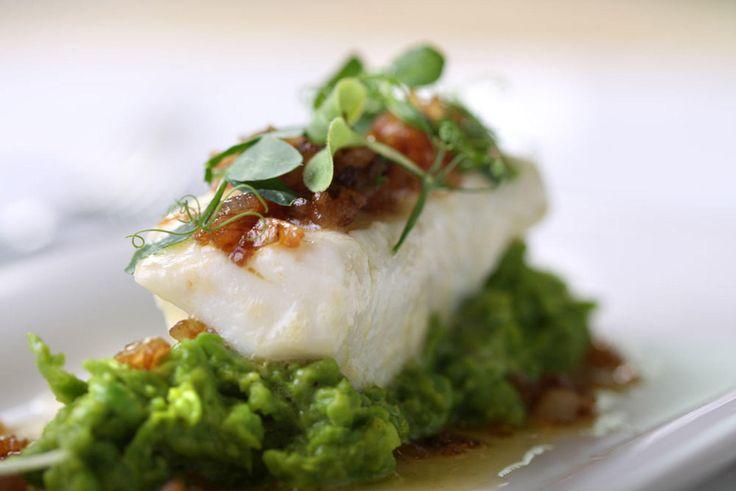 Kveite er nå blitt en av våre mest poulære fiskeslag. Den brukes flittig blant kokker rundt omkring. Velbekomme! Øk mengden én gang eller til det dobbelte hvis denne skal serveres som hovedrett.Kilde: Kokk Karl Erik Pallesen for dinmat.