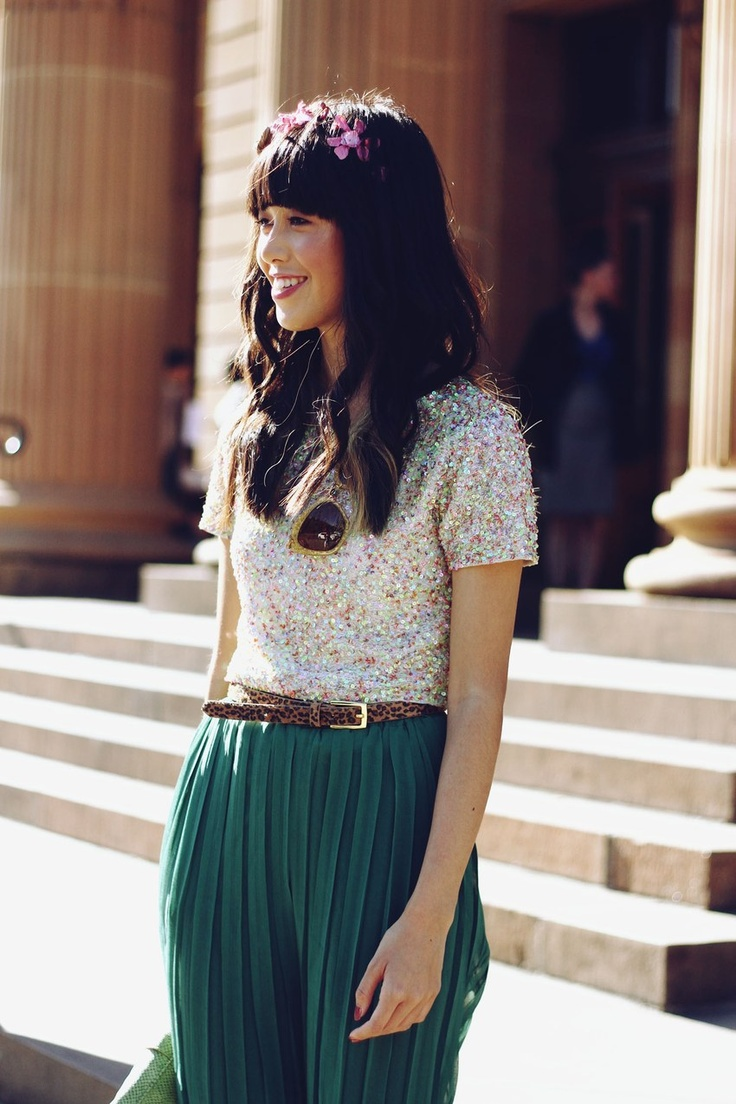 Sequins & accordion pleated slacks. #style #swoonTopshop Sequins, Flower Headbands, Sequins Tshirt, Saia Mini-Sequins, Cute Outfit, Closets Inspiration, Green Pants, Pleated Pants, Pleated Skirts