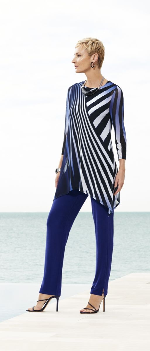The artistic pattern on this top flows into a sharkbite hem that's right on trend.