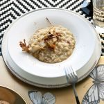 Scopri come preparare il risotto con crema di carciofi, un primo piatto gustoso e sfizioso, perfetto da portare in tavola per una cena autunnale.