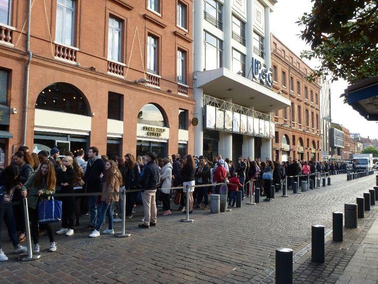 Il y avait du monde très tôt ce matin devant les portes du nouveau Starbucks qui ouvre ses portes à Toulouse mercredi 18 mai. En témoigne cette image, prise peu avant 8 heures du m