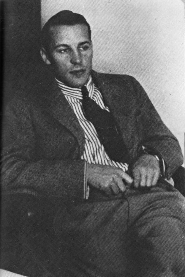 Nyrki Tapiovaara vuonna 1938.