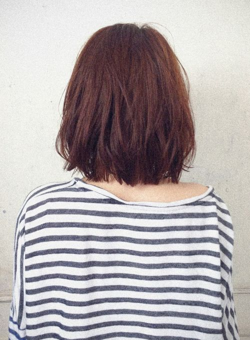 肩につかない程度のワンレングスボブにラフな動きを付けたナチュラルスタイル。毛先に質感調節カットを入れて柔らかく動く髪に。ふわふわなエアリー感からルージーなウエット感に質感をチェンジ。耳かけOK!ヴィンテージ風!黒髪にも似合います!!