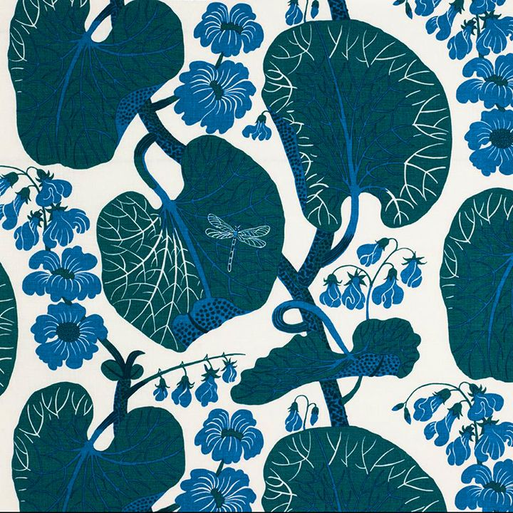 Aramal was launched for the first time in 2009. The pattern was designed by Josef Frank in the early 1940s and is named after a beach in Spain. Under close inspection, a dragonfly can be discerned among Aramal's green leaves.