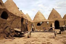 HARRAN  Harran, Türkiye'nin Şanlıurfa ilinin bir ilçesidir. Suriye sınırına yakın olan bir ilçedir. Şanlıurfa'ya 44 kilometre uzaktadır.Kuzey Mezopotamya'nin kadim yerleşim yerlerindendir. İlçe halkının tamamına yakınını Arap kökenli Türk vatandaşları oluşturur. Arap kültürü hakimdir.