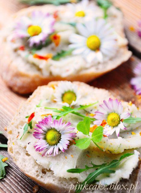 kanapka z kwiatami, jadalne kwiaty, stokrotki na chlebie, edible daisies, eatable flowers