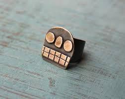 Resultado de imagen para anillos de compromiso de calavera