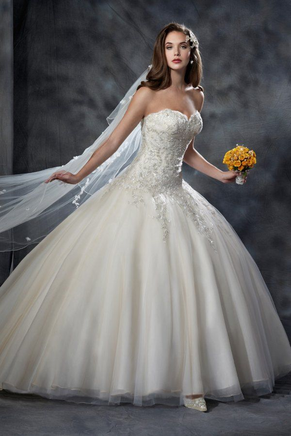 Style 8041 by Karelina Sposa Exclusive