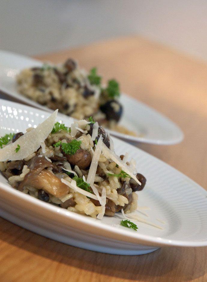 Risotto - opskrift på en nem og lækker hjemmelavet risotto med svampe bl.a kantareller og parmesan. En forrygende efterårsret, prøv denne opskrift