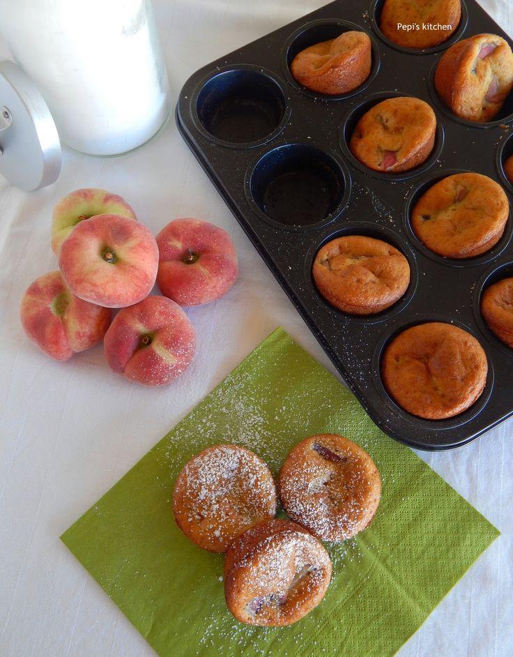 Μάφινς με ροδάκινα http://pepiskitchen.blogspot.gr/2011/09/muffins.html
