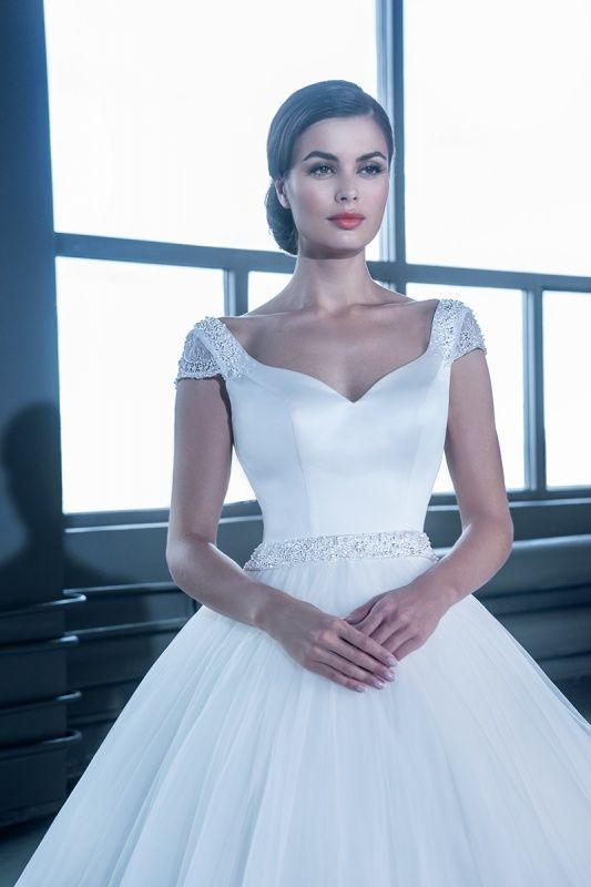 14652 в Красноярске, Платье в пол, Свадебное платье с рукавом, Свадебное платье с закрытым верхом, Пышное свадебное платье