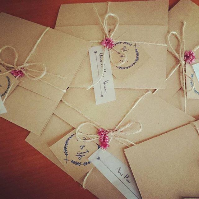 Hemos terminado!!!    #weddinginvitation #wedding #invitaciones #invitation #names #kraft #lovely #detalles #details #flowers #flores #vintage #boda #invitación #bestprojectever #paoypepe