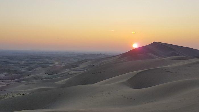 Zonsondergang van de Khongor Sand Dunes