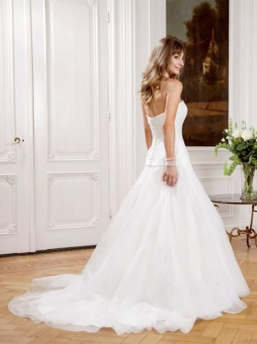 Igen Szalon Modeca wedding dress - Romance #igenszalon #Modeca #weddingdress #bridalgown #eskuvoiruha #menyasszonyiruha #eskuvo #menyasszony #Budapest