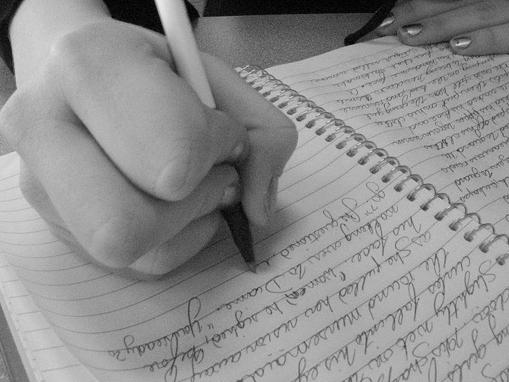 ¿Quieres que tus hijos aprendan a entender sus emociones? Enséñales a escribirlas y a sentirlas.