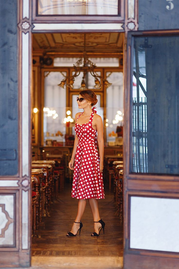 Red and white polka dots dress in Venice: http://themysteriousgirl.ro/2016/08/caffe-florian/