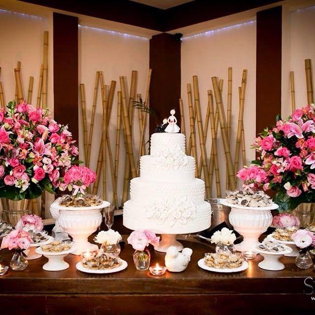 Arranjos de flores na cor rosa para casamento romantico