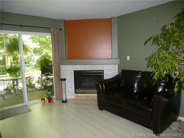 3 bedroom condo located on walking trails and green space. Large family room and bedroom and extra bath and storage on lower level.