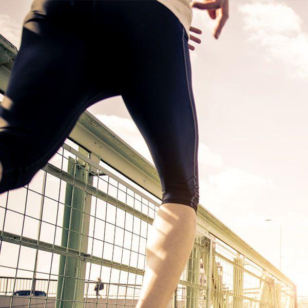 .Prepara tu merienda o comida antes de salir a correr. De esta manera podrás motivarte mientras corres y al llegar a casa no elegirás alimentos poco saludables