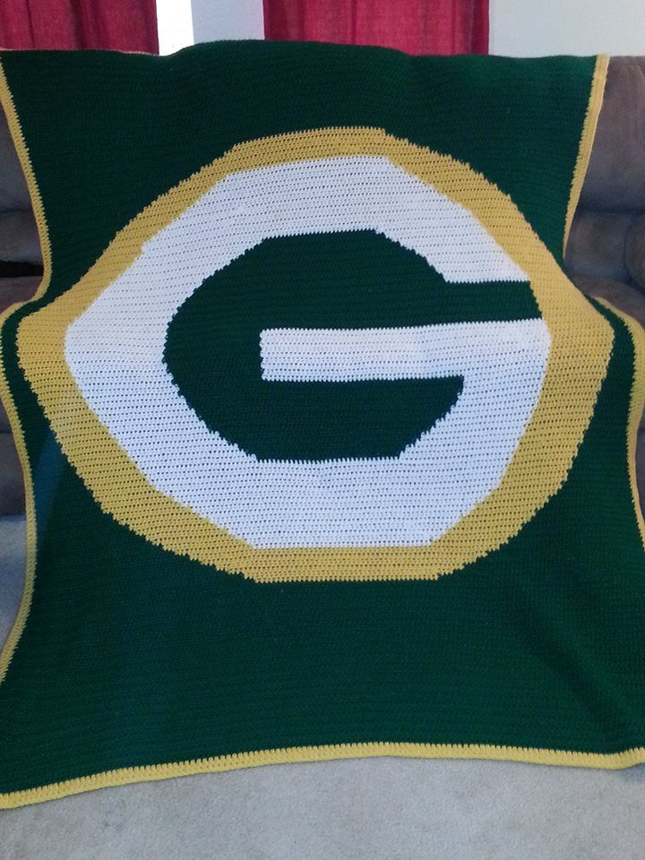 Yea, I made this blanket :): Proud moment! Green Bay Packers - NFL - Graph pattern - YarnHookers.com