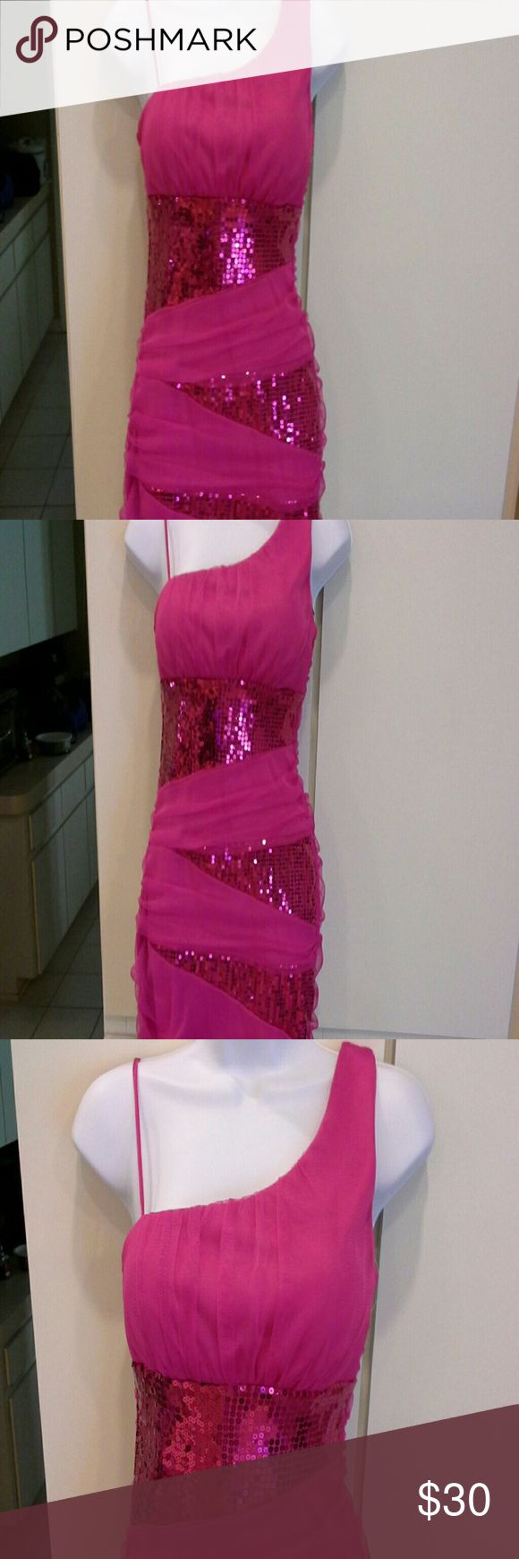 Hey gorgeous ♥ Teeze Me ..dress Absolutely beautiful fuscia sequined dress from Macys. Form fitting with some stretch & built in bra. It does have the fuscia under dress, so no slip needed. Excellent condition with no snags, tears or stains noted. Teeze Me Dresses Mini